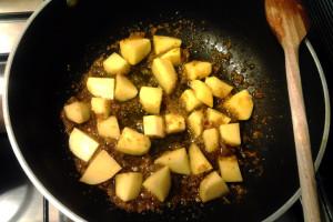 2 - Aggiungere patate a soffritto per trippa