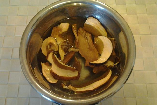 Sugo ai funghi secchi - base - La Cucina di Nonna Simo