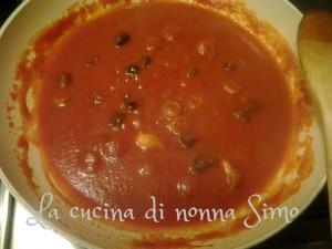 4 aggiungi salsa
