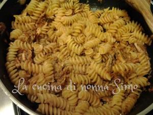 9 Pasta alla barrocciaia con acciughe fresche