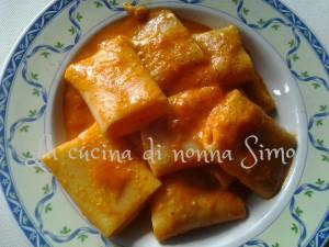 Paccheri al pomodoro con formaggi