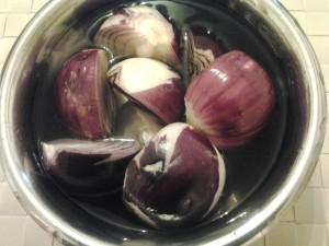 1 metti in bagno le cipolle